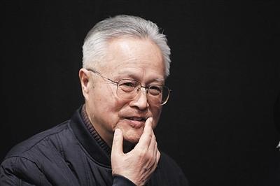 北京人艺版《万尼亚舅舅》是由翻译家童道明翻译的。