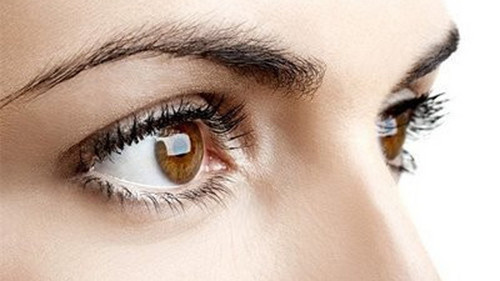解读误区 告诉你怎么看电视才能更护眼