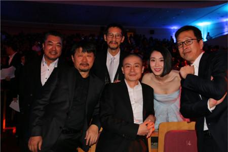 陈丽娜《北平无战事》剧组台下合照