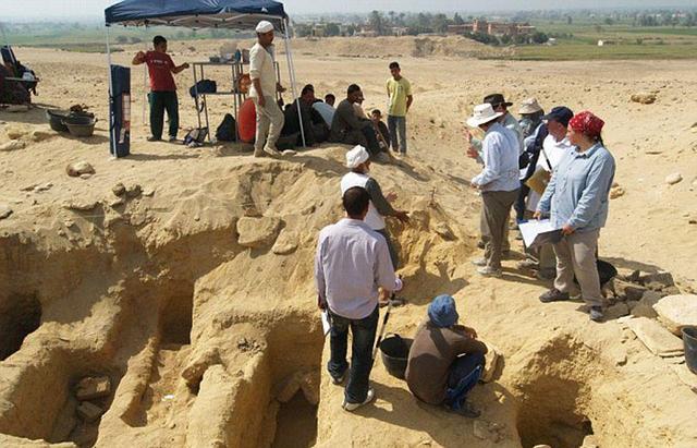 这些木乃伊均被埋葬在地下22.9米深处的石灰岩中。(网页截图)