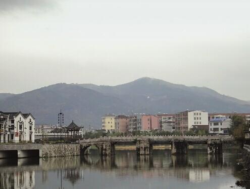 2014年11月25日,桐城市龙眠河上的良弼桥,张廷玉曾捐资修建。(本刊记者 朱东君 摄)