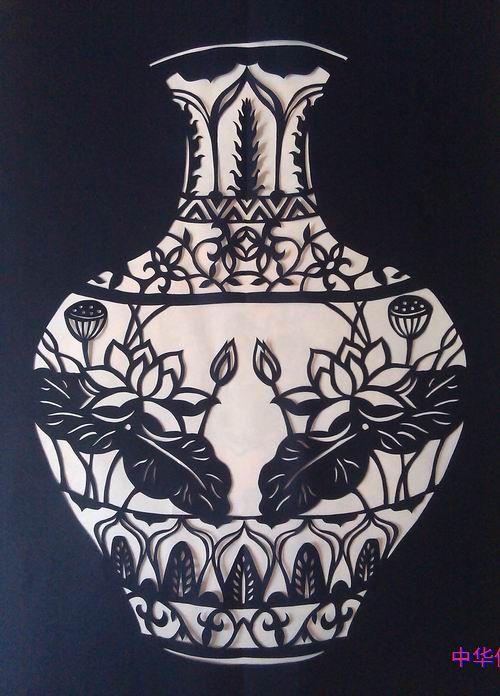 邓白粉剪纸瓷花瓶作品