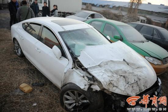 试车员开出后发作事故,如今该车简直作废。 记者 赵彬 摄