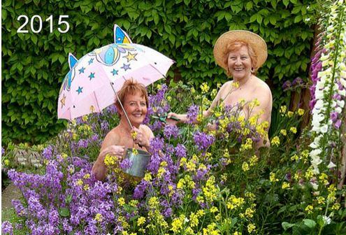 15名大妈脱衣拍日历做慈善 加起来1053岁