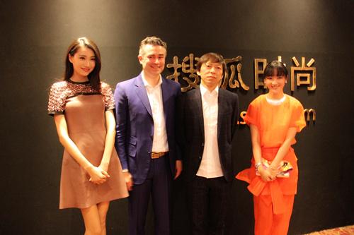 张瑶(右)与张朝阳合影