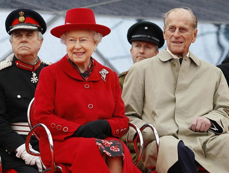 2012年4月25日,英国女王伊丽莎白二世和丈夫菲利普亲王在伦敦格林尼治。