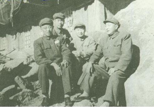 谷景生_1953年,王新亭(左起)和张蕴玉,谷景生,李成芳在朝鲜