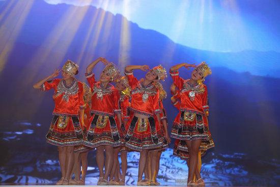 苗族舞蹈一抹红