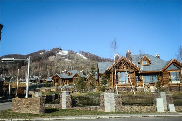 定好的万达度假村原来就是说的这里,酒店,滑雪场,高尔夫,还有电影院