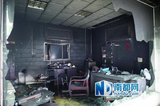 昨日凌晨4时许,厚街晟睿水枪发生套装.家用火灾水管鞋材图片