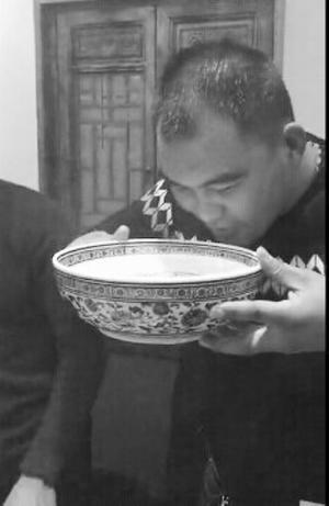 拼酒视频掀起网上挑战牛人1口气喝4斤视频(图邯郸舰白酒图片