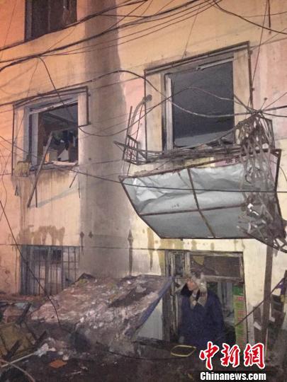 哈尔滨一民宅爆炸致1人重伤 原因待查 宋博扬 摄