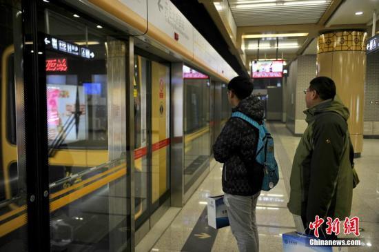 北京/12月28日凌晨,随着北京地铁6号线二期、7号线、15号线西段......