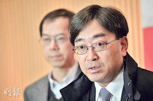 香港食物及卫生局局长高永文27日晚会见传媒。《明报》
