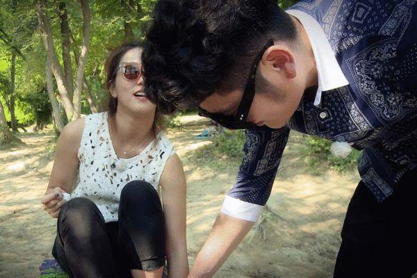 钱枫亲为女生贴心洗脚