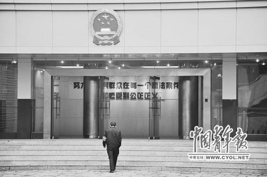 位于深圳市红岭路的最高人民法院第一巡回法庭。此地曾是深圳市中级人民法院刑事审判区,28日记者在这里看到,办公楼装修已接近尾声,国徽已经挂好。本报记者武欣中摄