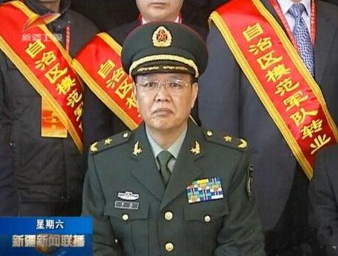 资料图:兰州军区第21集团军政委李伟少将(12月27日的新疆卫视截图)