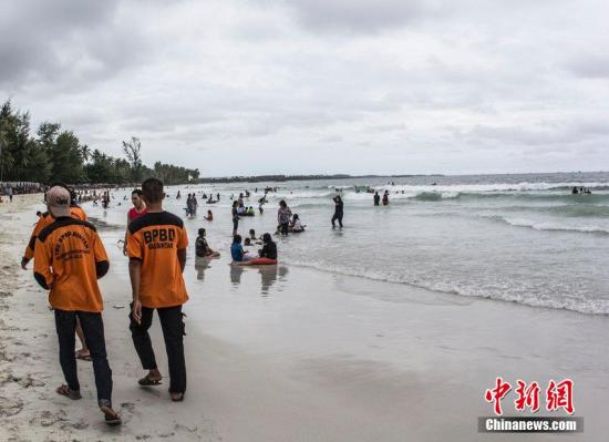 外媒:印尼军方称澳发现物体 未知与亚航客机有关