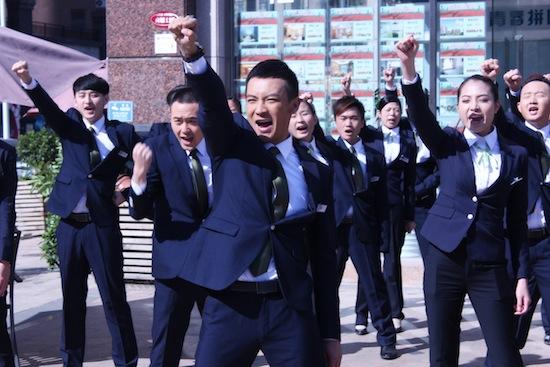 中泰娱乐怎么注册_内地电视      搜狐娱乐讯 由中泰文化发展有限公司,云南民族电影制片
