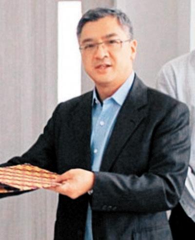 蔡志文拥有香港居民身份。