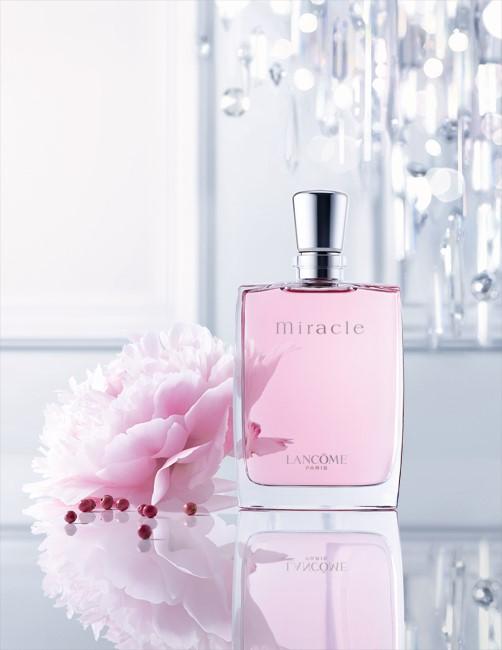 今天上网看到兰蔻奇迹香水的全新广告,一算这款经典的香水上市已有十