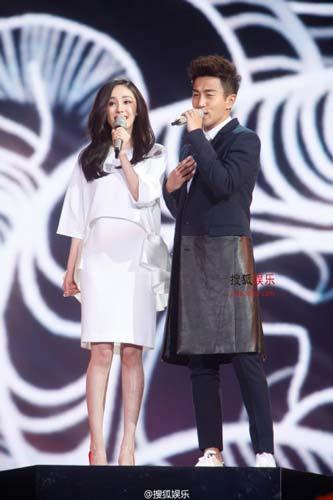 杨幂与老公同台演唱