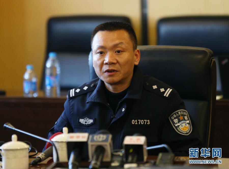 上海黄浦公循分局批示处批示核心副批示长蔡立新在公布会现场