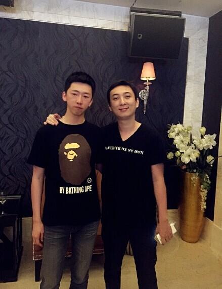 王思聪(右)和留几手