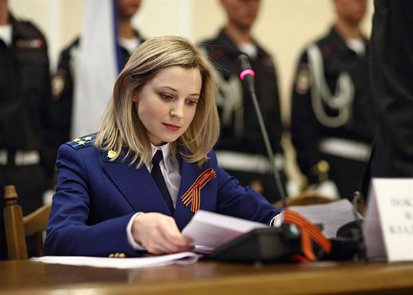 虽然大多数人还继续停留在看脸论事的阶段,但波克隆斯卡娅总检察长可不只是花瓶。