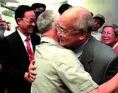 图文:何振梁先生逝世 申奥成功后回国