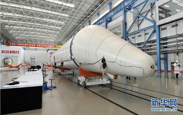长征五号火箭生产线公开  巨型古怪箭体抢眼