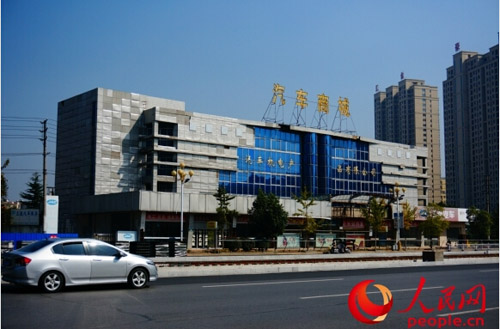 如今淮安市汽车机电公司已处于半停业状态,大楼外观破旧,不能正常出租。