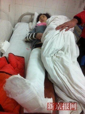 被打男子在病院承受医治。家眷供图