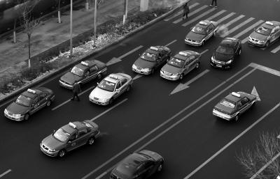 沈阳出租车聚集(1月4日摄)。新华社发