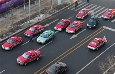 1月4日,沈阳出租车聚集。新华社记者 李钢 摄