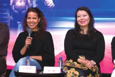 阿依达的扮演者女高音和慧(右)和苏珊娜・布朗齐尼 吴平/摄