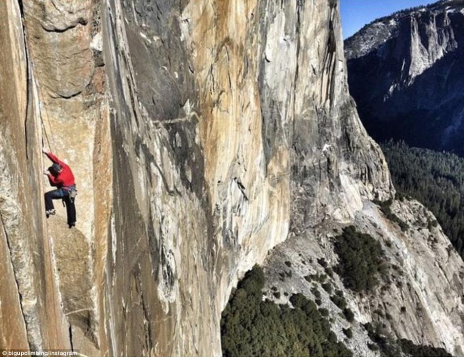 世纪之攀 美国自由攀岩者挑战绝壁已10天