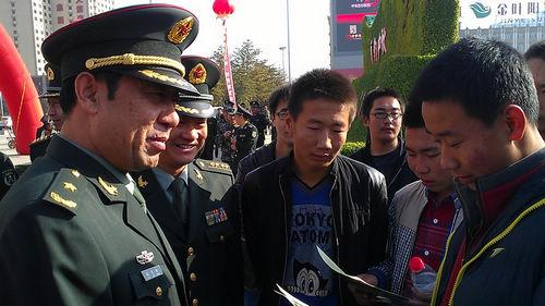 济南军区副司令员刘沈扬中将,成都军区副司令员艾虎生中将,沈阳军区副