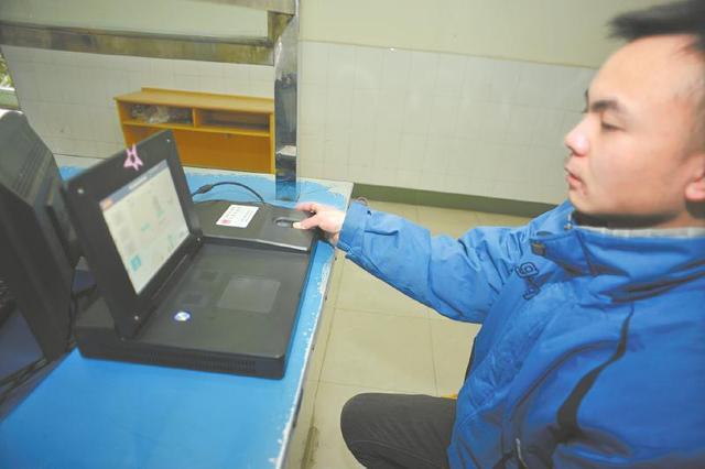 高考报名录入指纹开端履行,在校生由黉舍同一录入。