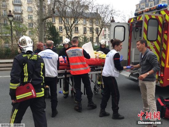 美媒称巴黎恐袭嫌犯其中1人死亡 另2人被捕(图)