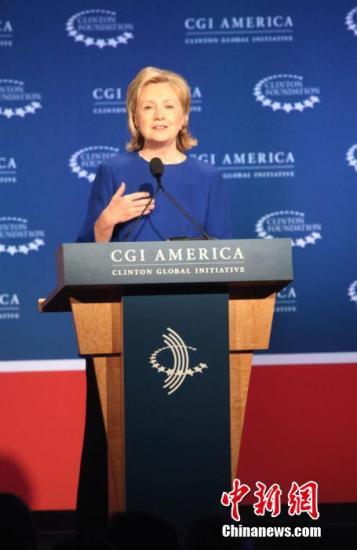 """美国前第一夫人、前国务卿希拉里・克林顿出席在丹佛举行的""""克林顿计划""""美洲年会开幕式。李洋 摄"""