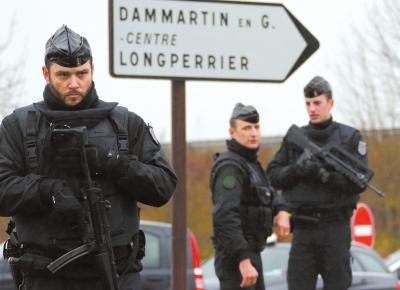 事件 嫌犯/1月9日,在法国达马尔坦昂戈埃勒,警方人员在劫持人质事件现场...