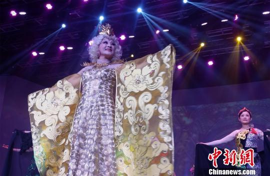 1月9日晚,一场老年文艺演出在山西太原举办。王燕君 摄