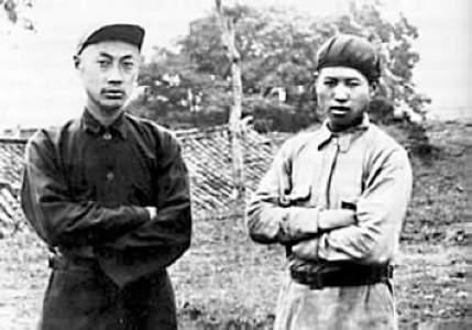 (三年游击战争中的陈毅(左),图片来源:中国共产党新闻网)