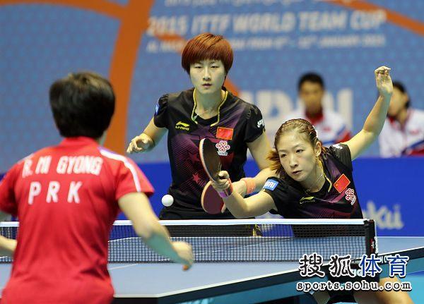 图文:[世界杯]女乒3-0朝鲜夺冠 丁宁刘诗雯