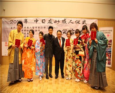 矢野浩二与表演学生合影
