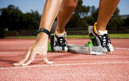 一般而言,轻度有序的奔跑节奏是最简单易行且有效的健身方式。坚持可不在于手腕上手环的科技含量,关键还是你的决心!玩咖手环帮助你一起留住健康,跑出一个健康生活!
