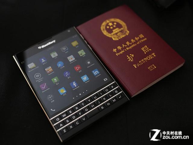 这货和护照一样大 黑莓Passport热卖中