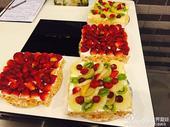 图文:国乒体验阿拉伯风情 水果蛋糕