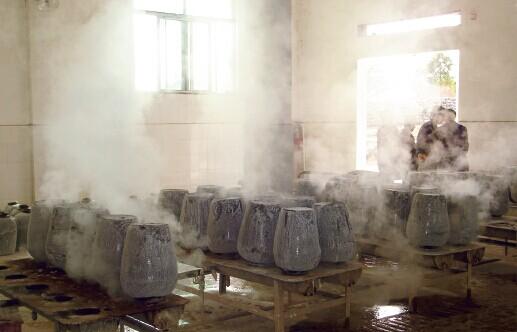 """姚胜曾雄心勃勃地要把岳阳打造为""""中国新型黄酒之都"""",如今只留下一地鸡毛。"""